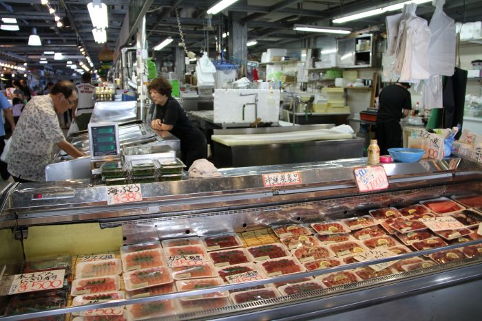 Colorful subtropical fish beckon to gourmets at tomari for Fish market prices